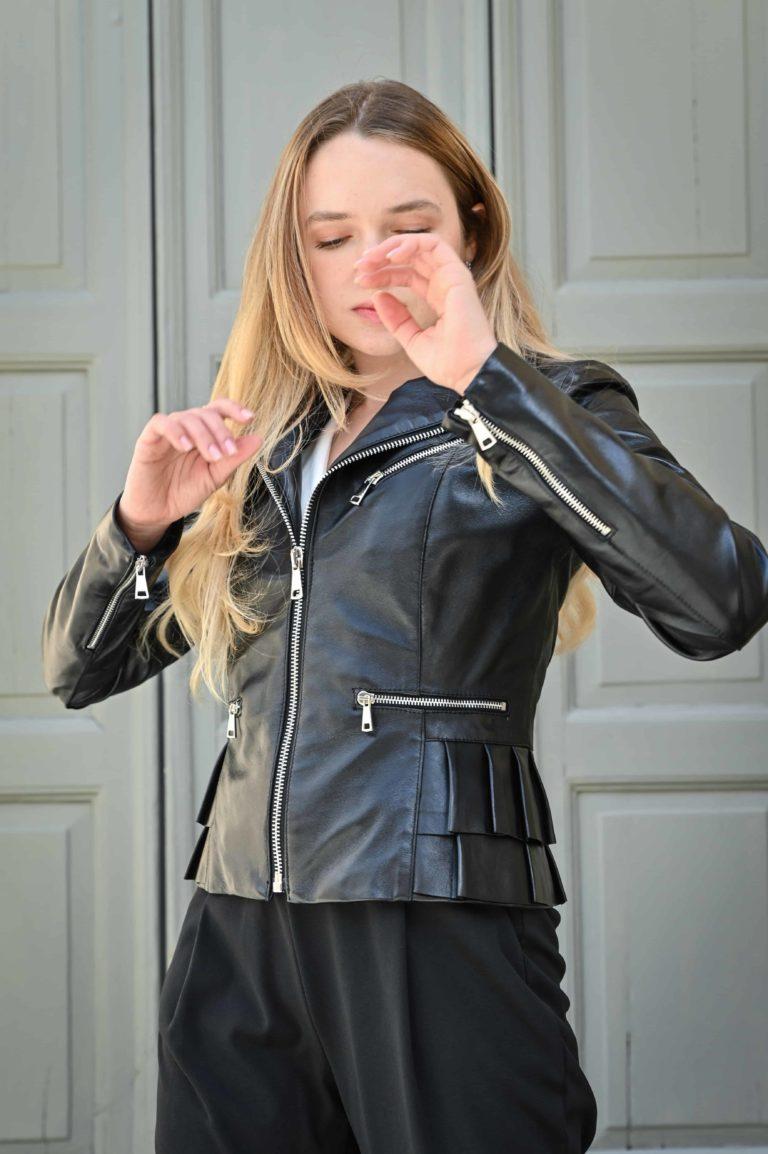 Giacchetto in pelle con rouches colore nero
